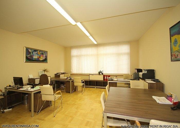 Объявление. Nomai tiek piedāvāts pilnībā aprīkots birojs \' Tomsona terasēs\' ar kopīgo platību 54.7 Цена: 450 EUR/мес. Foto #1