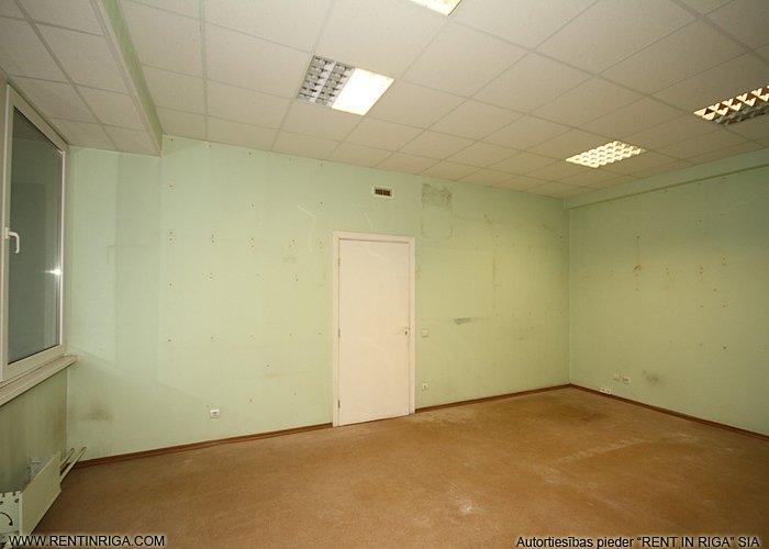 Объявление. Tiek iznomātas biroja telpas pašā Jelgavas centrā.   Katrā stāvā ir savas tualetes atsevišķi gan Цена: 203 EUR/мес. Foto #3