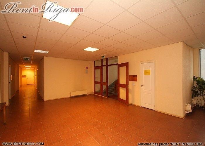 Объявление. Tiek iznomātas biroja telpas pašā Jelgavas centrā.   Katrā stāvā ir savas tualetes atsevišķi gan Цена: 203 EUR/мес. Foto #4