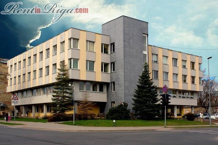 Объявление. Tiek iznomātas biroja telpas pašā Jelgavas centrā.   Katrā stāvā ir savas tualetes atsevišķi gan Цена: 203 EUR/мес. Foto #1