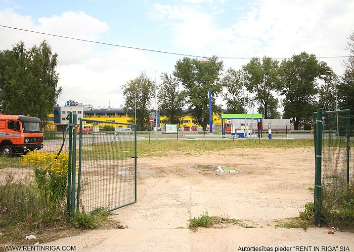 Sludinājumi. Iznomā zemes gabalu blakus degvielas uzpildes stacijai Neste.   Iespēja nomāt no 1000 kvm līdz 6000 Cena: 1800 EUR/mēn Foto #5