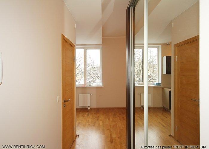 Объявление. Piedāvājumā pilnībā izremontēts dzīvoklis Rīgas centrā. Zemi komunālie maksājumi, ērta sabiedriskā Цена: 350 EUR/мес. Foto #3