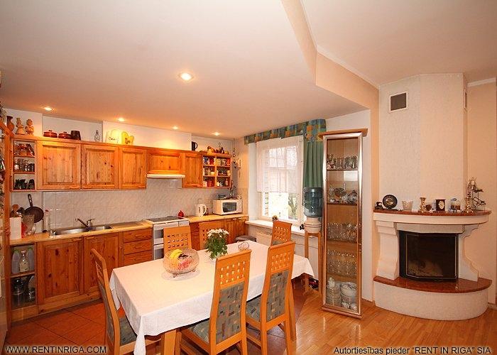 Объявление. Pārdod trīslīmeņu dzīvokli specprojekta mājā Jūrmalā Brīvības prospektā.  Plānojums: Pirmajā līmenī Цена: 145000 EUR Foto #2
