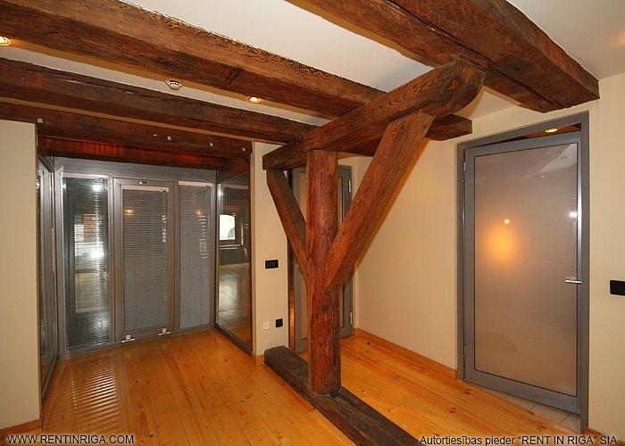 Sludinājumi. Dzīvoklis renovētā ēkā Vecrīgā. Telpās ir saglabātas oriģinālās koka sijas, lielākajā telpā atsegta Cena: 787 EUR/mēn Foto #4
