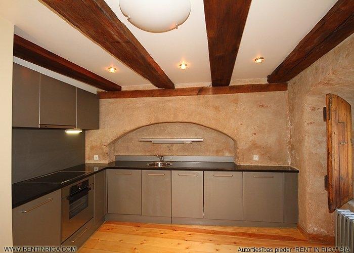 Sludinājumi. Dzīvoklis renovētā ēkā Vecrīgā. Telpās ir saglabātas oriģinālās koka sijas, lielākajā telpā atsegta Cena: 787 EUR/mēn Foto #5