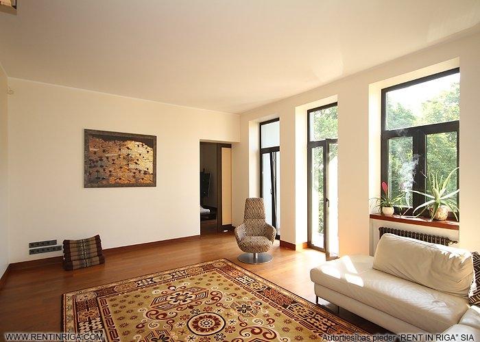 Объявление. Dzīvoklis Āgenskalnā, tieši blakus kalnciema kvartālam. Īpašums sastāv no diviem dzīvokļiem, kurus Цена: 250000 EUR Foto #2