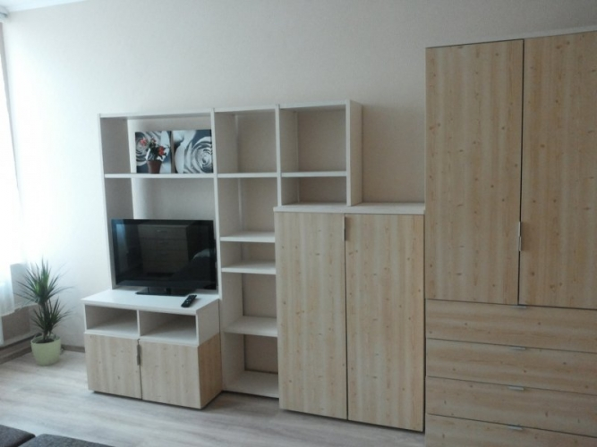 Sludinājumi. Pārdod remontētu dzīvokli ar iespēju nopirkt arī blakus esošo dzīvokli (35 000 EUR). Dzīvokļi ir Cena: 36000 EUR Foto #1