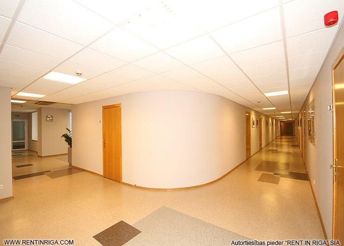 Sludinājumi. Iznomā biroja telpas Mežciemā.  Telpas atbrīvosies 2020. gada nogalē!  Tiek iznomāts ēkas 4. stāvs Cena: 2800 EUR/mēn Foto #2