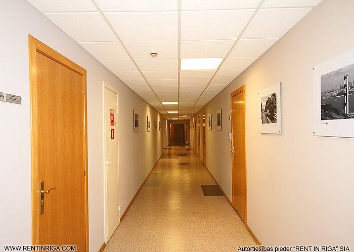 Sludinājumi. Iznomā biroja telpas Mežciemā.  Telpas atbrīvosies 2020. gada nogalē!  Tiek iznomāts ēkas 4. stāvs Cena: 2800 EUR/mēn Foto #4