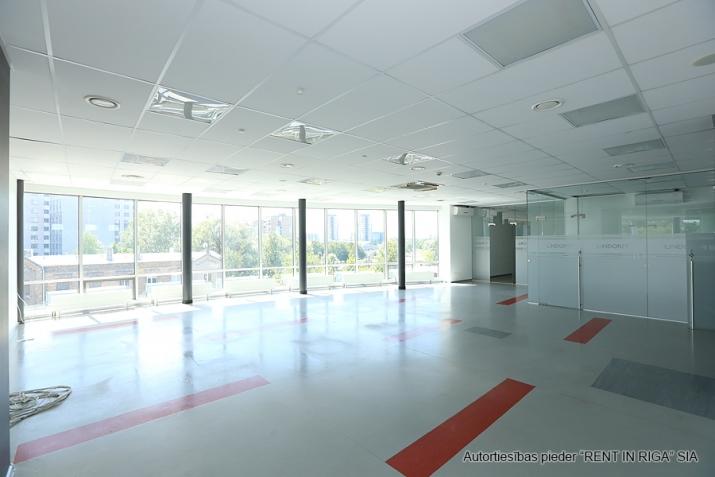 Объявление. Funkcionāls un moderns birojs A-klases biroju ēkā Duntes un Skanstes ielu krustojumā. Nomājot Цена: 4550 EUR/мес. Foto #1