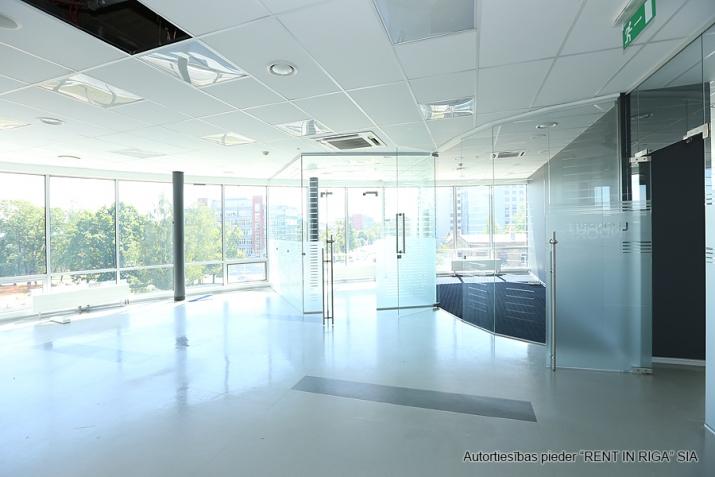 Объявление. Funkcionāls un moderns birojs A-klases biroju ēkā Duntes un Skanstes ielu krustojumā. Nomājot Цена: 4550 EUR/мес. Foto #2