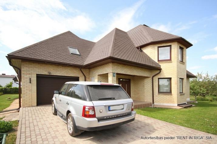 Sludinājumi. Plaša ģimenes māja. Kur par visu un visiem padomāts. Var dzīvot viena ģimene vai kopā ar vecāku vai Cena: 258000 EUR Foto #1