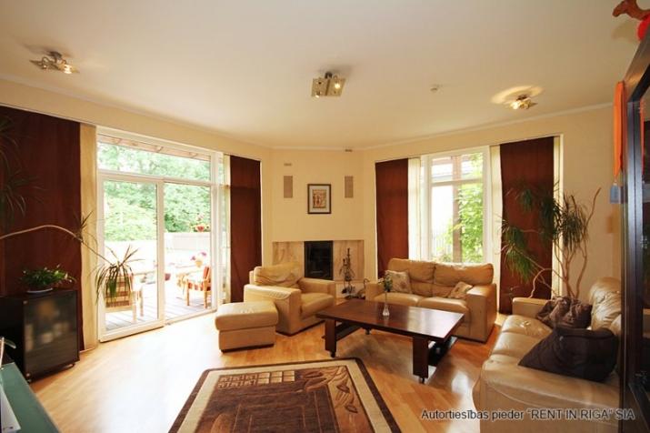 Sludinājumi. Plaša 1 stāva ģimenes māja celta sev- priecīgai dzīvošanai. 5 guļamistabas . Viesistaba, kas Cena: 220000 EUR Foto #4