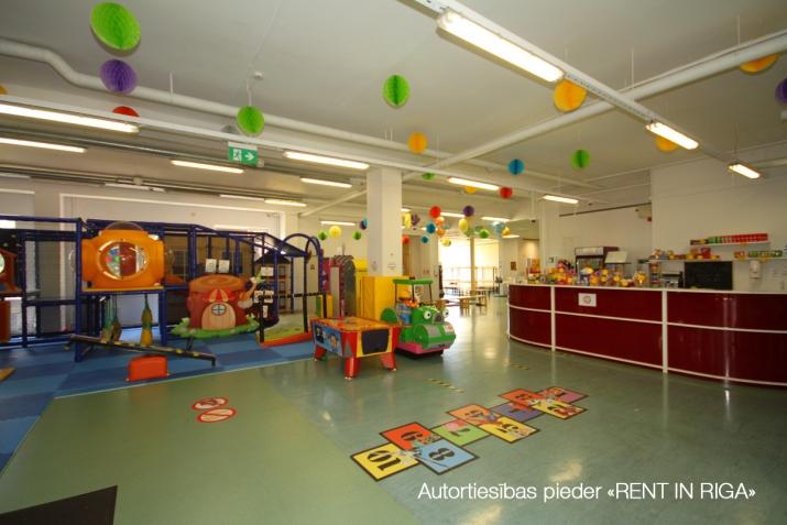Sludinājumi. Birojs Mežciemā.  + 2. stāvs. + Platība sastāv no atvērtām telpām, vairākām izolētām telpām, Cena: 6112 EUR/mēn Foto #3