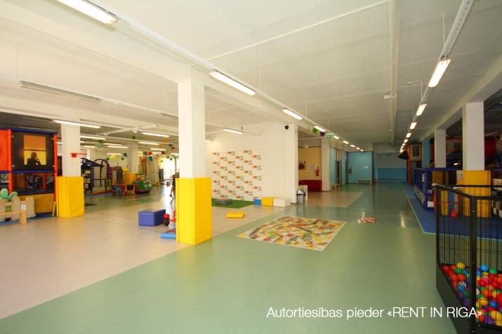 Sludinājumi. Birojs Mežciemā.  + 2. stāvs. + Platība sastāv no atvērtām telpām, vairākām izolētām telpām, Cena: 6112 EUR/mēn Foto #2