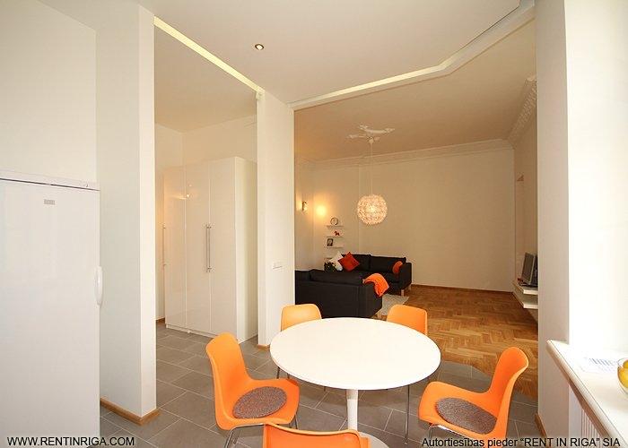 Объявление. Предлагается в аренду квартира в красивом здании в стиле модерн на улице Валдемара. Квартира Цена: 1500 EUR/мес. Foto #2