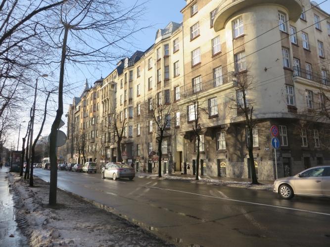 Объявление. Мансардная квартира в процессе реновации. Полезная площадь 61 м2. В указанной цене входит: - Цена: 99300 EUR Foto #2