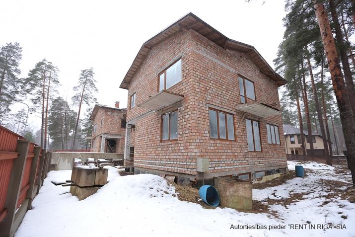 Sludinājumi. Pārdod kvalitatīvi būvētas, plašas Dvīņu mājas skaistā un klusā rajonā Langstiņi. Netālu atrodas Cena: 180000 EUR Foto #4