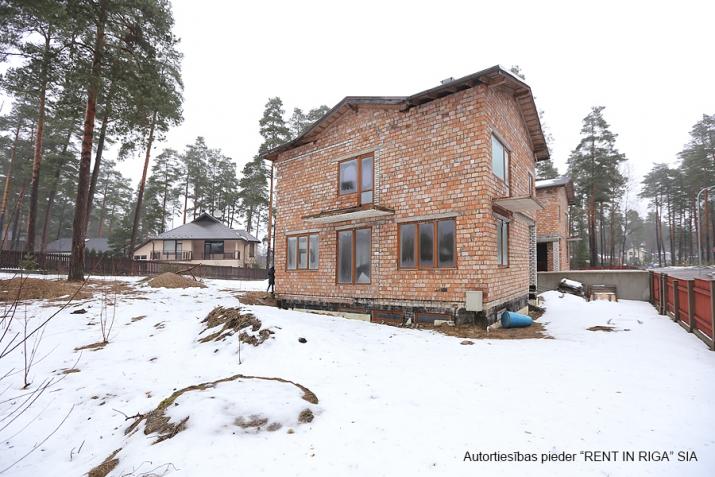 Sludinājumi. Pārdod kvalitatīvi būvētas, plašas Dvīņu mājas skaistā un klusā rajonā Langstiņi. Netālu atrodas Cena: 180000 EUR Foto #5