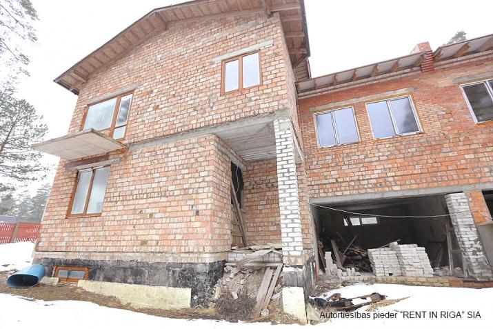 Sludinājumi. Pārdod kvalitatīvi būvētas, plašas Dvīņu mājas skaistā un klusā rajonā Langstiņi. Netālu atrodas Cena: 180000 EUR Foto #3