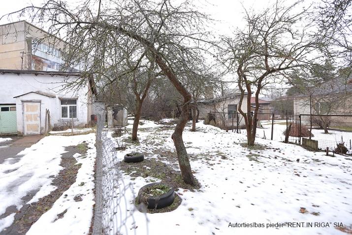 Sludinājumi. Pārdodas zeme  Purvciemā, Kurmju ielā 3, pretī Sportima.  Uz teritorijas var būvēt daudzstāvu māju. Cena: 110000 EUR Foto #1
