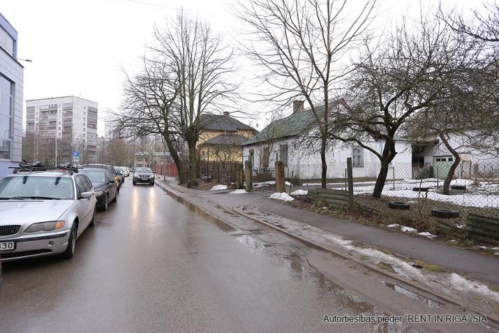 Sludinājumi. Pārdodas zeme  Purvciemā, Kurmju ielā 3, pretī Sportima.  Uz teritorijas var būvēt daudzstāvu māju. Cena: 110000 EUR Foto #3