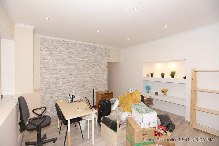 Sludinājumi. Remontētas, gaišas un siltas puspagraba telpas birojam/dzīvoklim.  Tiek pārdotas telpu un zemes Cena: 49000 EUR Foto #4
