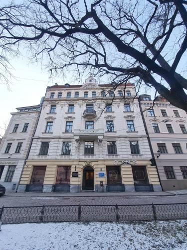 Объявление. Отремонтированный дом в Старой Риге, напротив Домской церкви. Рядом гостиница Гутенбергс и Цена: 1686 EUR/мес. Foto #1
