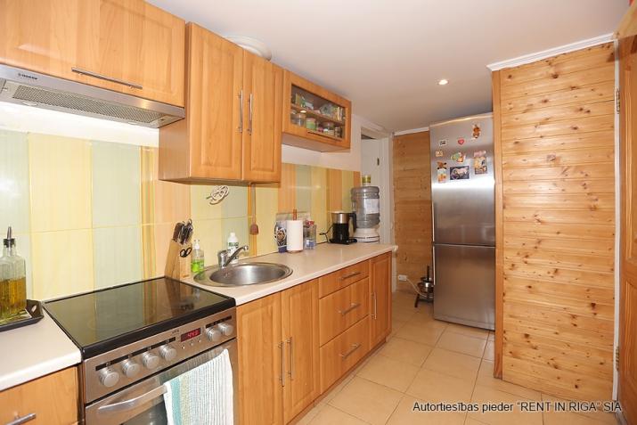 Sludinājumi. Pārdodas 4 istabas māja Jūrmalā. Māja pēc rekonstrukcijas, teicamā stāvokli. Mainīta santehnika, Cena: 115000 EUR Foto #3