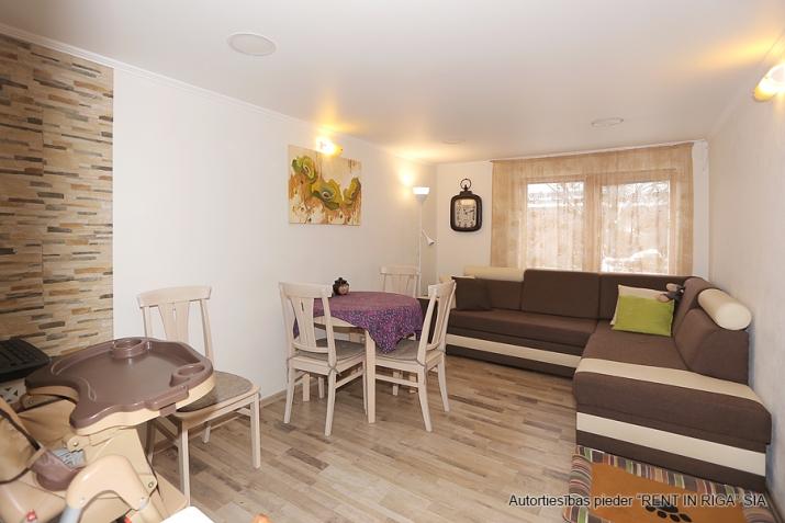 Sludinājumi. Pārdodas 4 istabas māja Jūrmalā. Māja pēc rekonstrukcijas, teicamā stāvokli. Mainīta santehnika, Cena: 115000 EUR Foto #1
