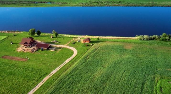 Объявление. Tiek pārdota 1,55ha plaša zeme Daugavas krastā, tiešā šosejas P75 tuvumā. Lauksaimniecībā Цена: 77000 EUR Foto #1