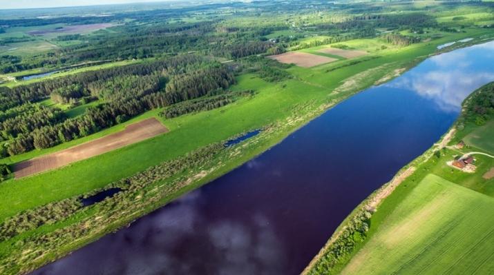 Объявление. Tiek pārdots 4,7ha plašs zemes gabals, kurš robežojas ar Daugavas upi, tiešā šosejas A6 Цена: 183000 EUR Foto #1
