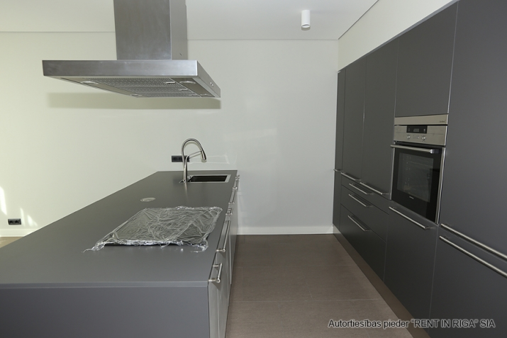 Sludinājumi. Plašs dzīvoklis Jūrmalā, Dubultos.   Jaunais projekts, augstas kvalitātes apdari. Plaša viesistaba, Cena: 460000 EUR Foto #2