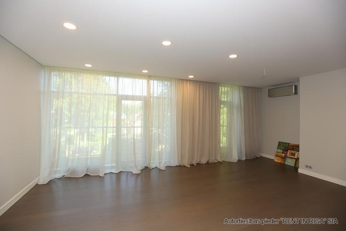 Sludinājumi. Plašs dzīvoklis Jūrmalā, Dubultos. Jaunais projekts, augstas kvalitātes apdari. Plaša viesistaba, Cena: 329000 EUR Foto #2