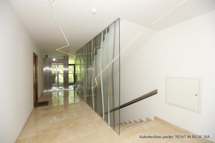 Sludinājumi. Plašs dzīvoklis Jūrmalā, Dubultos. Jaunais projekts, augstas kvalitātes apdari. Plaša viesistaba, Cena: 360000 EUR Foto #3