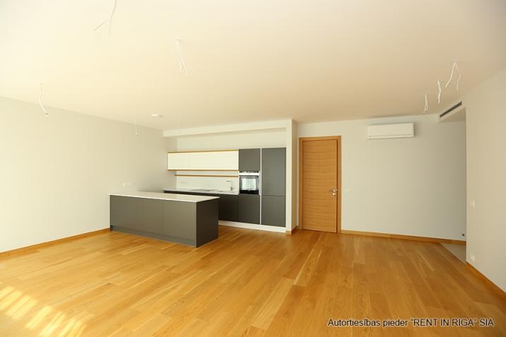 Sludinājumi. Plašs dzīvoklis Jūrmalā, Dubultos. Jaunais projekts, augstas kvalitātes apdari. Plaša viesistaba, Cena: 360000 EUR Foto #4