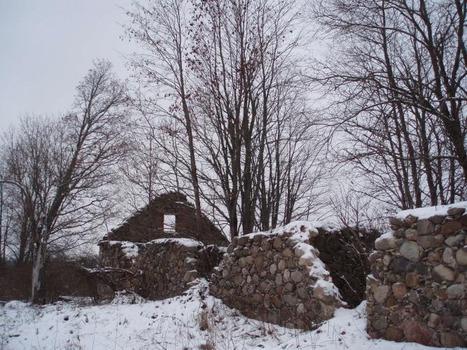 Sludinājumi. Pārdod vēsturisku Mācītāja fermu, kas ir celta 1920.gadā no laukakmens un mūra. No ēkas ir palikuši Cena: 2300 EUR Foto #1