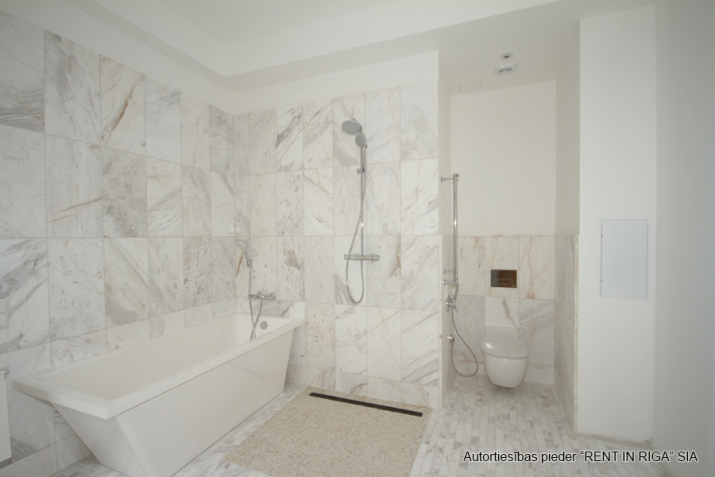 Sludinājumi. Skaists dzīvoklis unikālā projektā pilsētas centrā. Dzīvoklis tiek piedāvāts ar pilnu iekšējo Cena: 270000 EUR Foto #5