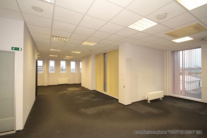 Объявление. Open space office in A-class office building on Duntes Street 3.  Lease payment: 13 EUR/m2 + VAT;  Цена: 1789 EUR/мес. Foto #2