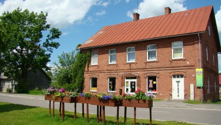 Sludinājumi. Pārdod plašu divstāvu mūra māju Pļaviņu pilsētas pašā centrā. Ēka vēsturiska  celta 1910.gadā. 1. Cena: 99000 EUR Foto #1
