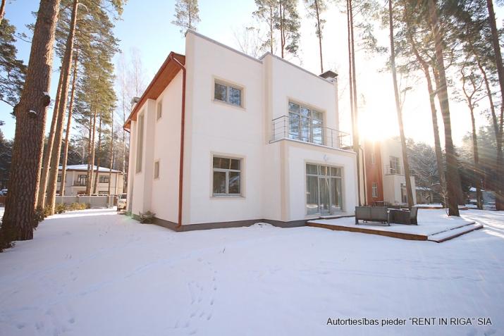 Sludinājumi. Tiek piedāvāta jāuna māja, klusā un gleznainā vietā. Mājas plātība ir 200 m2, zemes platība ir 1260 Cena: 310000 EUR Foto #3