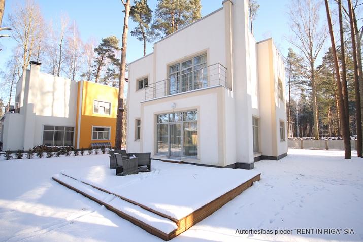 Sludinājumi. Tiek piedāvāta jāuna māja, klusā un gleznainā vietā. Mājas plātība ir 200 m2, zemes platība ir 1260 Cena: 310000 EUR Foto #2
