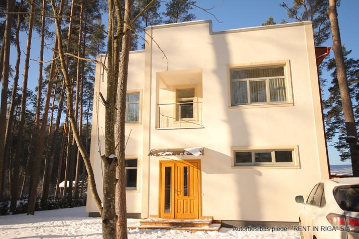 Sludinājumi. Tiek piedāvāta jāuna māja, klusā un gleznainā vietā. Mājas plātība ir 200 m2, zemes platība ir 1260 Cena: 310000 EUR Foto #1