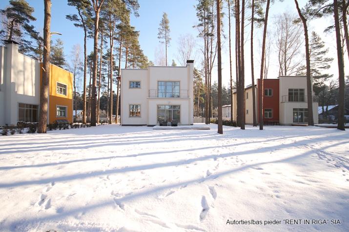 Sludinājumi. Tiek piedāvāta jāuna māja, klusā un gleznainā vietā. Mājas plātība ir 200 m2, zemes platība ir 1260 Cena: 310000 EUR Foto #4
