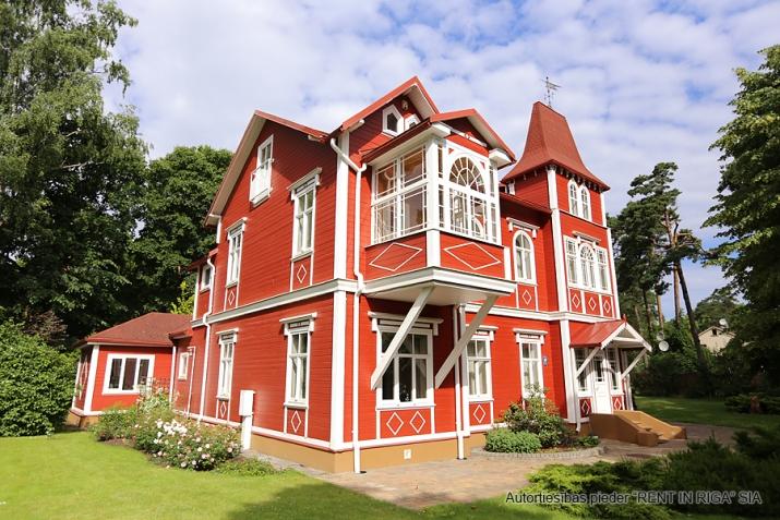 Sludinājumi. Tiek piedāvāts ekskluzīvs īpašums  Jūrmalā, Majoros. Vēsturiska māja ar koka apdares fasādu atrodas Cena: 6000 EUR/mēn Foto #2