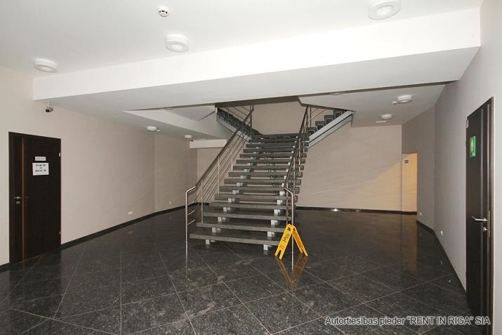 Sludinājumi. Birojs t/c \'DEPO\' rajonā aiz ulbrokas kapiem.  + 2. stāvā. + Platības sastāv no atvērtas telpas un Cena: 414 EUR/mēn Foto #5