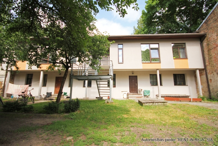 Sludinājumi. Pārdošanā 4 dzīvokļu namīpašums labā klusā vietā Čiekurkalnā. Plānojums: 1.stāvā - 2 dzīvokļi Cena: 495000 EUR Foto #2
