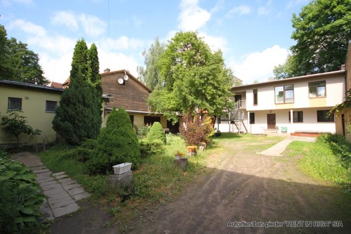 Sludinājumi. Pārdošanā 4 dzīvokļu namīpašums labā klusā vietā Čiekurkalnā. Plānojums: 1.stāvā - 2 dzīvokļi Cena: 495000 EUR Foto #3