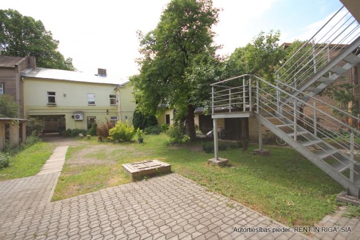 Sludinājumi. Pārdošanā 4 dzīvokļu namīpašums labā klusā vietā Čiekurkalnā. Plānojums: 1.stāvā - 2 dzīvokļi Cena: 495000 EUR Foto #4