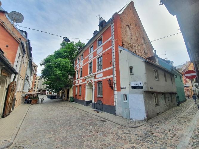 Sludinājumi. Izbaudiet privātmājas priekšrocības pašā Rīgas sirdī - Vecrīgā!  Pārdod Namīpašumu Vecrīgā. Cena: 620000 EUR Foto #1